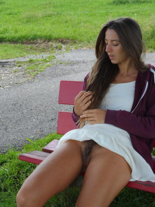 Porno Bilder - Versteckte Kamera junge Frau haarige Muschi Bilder