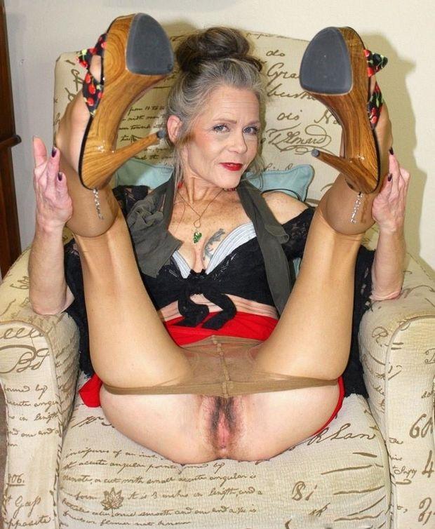Porno Bilder - Erstaunliche Oma haarige Muschi