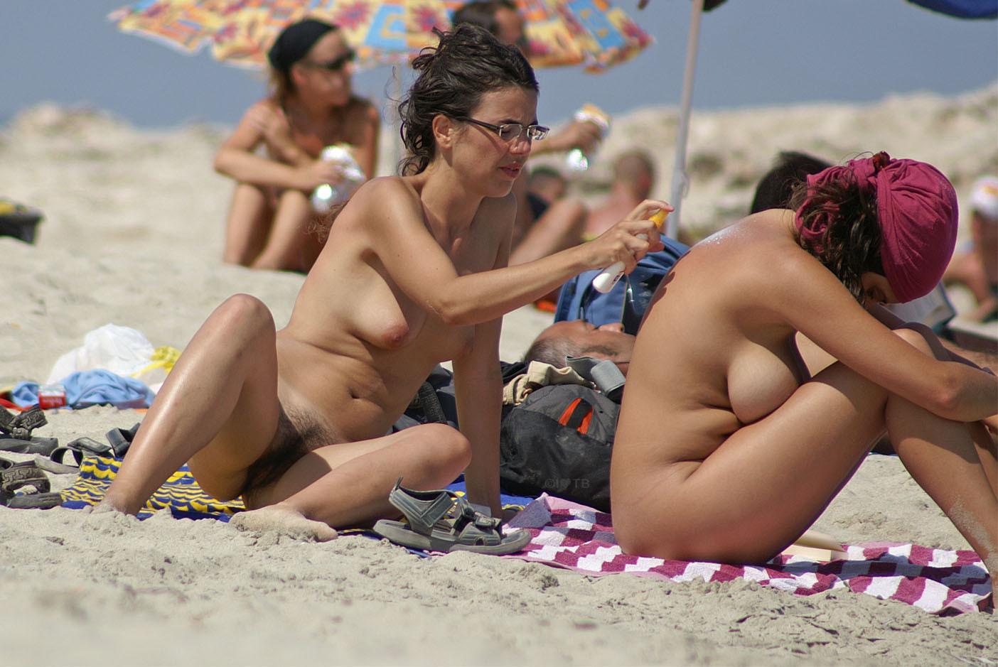 FKK-Strand - Nudisten - FKK-Publikum
