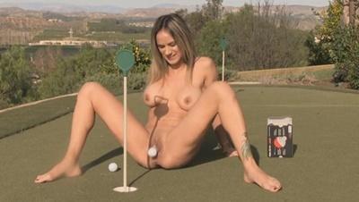 Porno Gifs - Geile Frau zieht Golfball aus ihrer Fotze